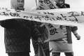 泊カッチャたち・ムツ子さん2人で抗議
